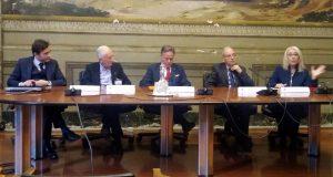 Un momento della presentazione dell'iniziativa con il sindaco, al centro, di Aulla Roberto Valettini