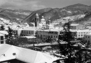 Così appariva Pontremoli la mattina del 4 marzo 2005: più di mezzo metro di neve caduta il giorno precedente