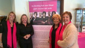 Lilian Van Maanen (la seconda da sx) assieme ad alcune colleghe dell'associazione Puik