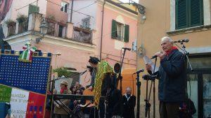 Un momento dell'intervento di Giorgio Mori alla manifestazione di Carrara