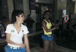 Due ballerine brasiliane durante una festa tenutasi nell'estate 2016 a Fivizzano