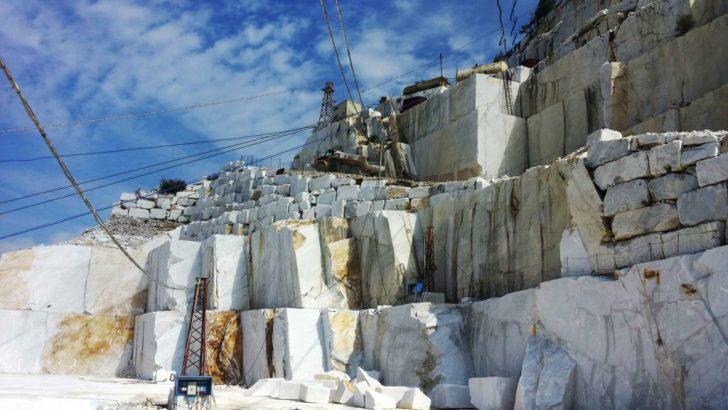 Carrara: muore operaio colpito da un blocco di marmo