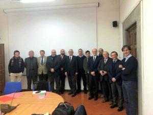 Foto di gruppo dei partecipanti all'incontro all'Università di Pisa in cui si è parlato delle possibilità di recupero delle  aree di Villafranca dove sorgevano l'ex Panda e la Trda