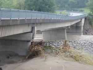 Il ponte di Santa Giustina a Pontremoli, all'indomani dell'alluvione del 25 ottobre 2011