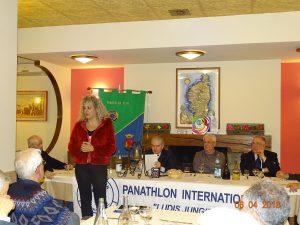 Un momento dell'intervento di Valentina Buttini. L'allenatrice della Carrarese ospite d'onore della giornata organizzata dal Panathlon