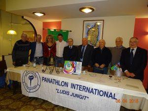 Foto di gruppo dei partecipanti alla giornata organizzata dal Panathlon Pontremoli Lunigiana