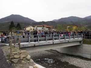 Immagine del ricostruito ponte sul torrente Orzanella