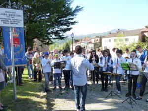 """L'esibizione della banda della scuola """"Moratti"""" di Fivizzano"""