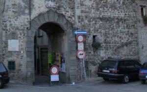 Porta Parma, uno degli ingressi per immettersi nel centro storico pontremolese anche con l'automobile