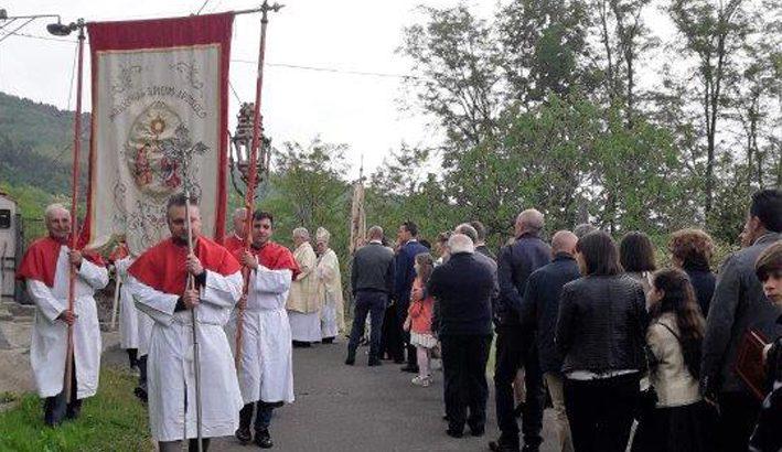 Casola in Lunigiana: Cresima e Comunione nella Pieve di Offiano