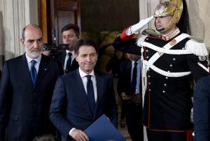 Il presidente incaricato, Giuseppe Conte, si avvia ad annunciare la propria rinuncia dopo l'incontro con Mattarella