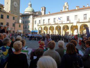 25 aprile a Pontremoli un momento dell'esibizione del coro dell'Unire in piazza della Repubblica