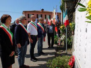 Zeri: la deposizione di fiori e corne al monumento alla Resistenza e al monumento ai Caduti