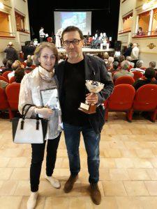 Nella foto due pontremolesi premiati: Domenico Bertoli (a destra), vincitore della sezione narrativa e Alessandra Magnavacca premio della giuria nella sezione poesia.