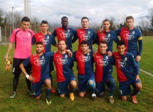 Una formazione del Mulazzo Calcio. La squadra ha superato il Cerreto nel primo turno dei play off e si giocherà la Promozione in Seconda Categoria con l'Atletico Podenzana