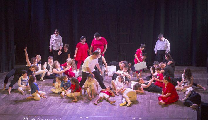 I Lunatici: la magia della danza che restituisce a tutti pari dignità