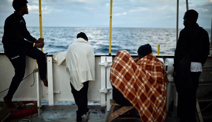 Nave Diciotti, generosità spontanea da tante diocesi per accogliere i migranti