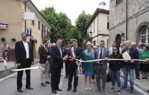 L'inaugurazione di Sapori con il taglio del nastro da parte del sindaco Paolo Grassi (foto Massimo Pasquali)
