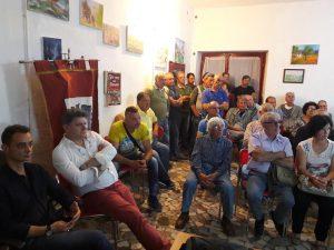 Il pubblico intervenuto tra cui si possono notare, a sinistra, l'assessore Giovanni Poleschi e il sindaco Paolo Grassi