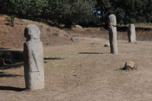Un allineamento di statue menhir