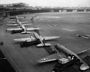 Aerei della U.S. Air Force nell'aeroporto di Berlino nel 1948