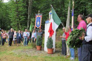 """Una momento della cerimonia di commemorazione ad Adelano del comandante """"Facio"""""""