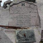 Epigrafi e targhe commemorative sulla vetta del Cauriol (2.494 m)