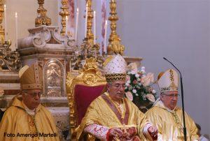 Il vescovo diocesano, mons. Santucci (primo a sinistra) con il card. Angelo De Donatis.