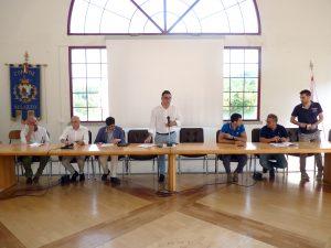 Il sindaco di Mulazzo Claudio Novoa illustra l'iniziativa per cercare di riattivare la viabilità sulla strada dei Casoni