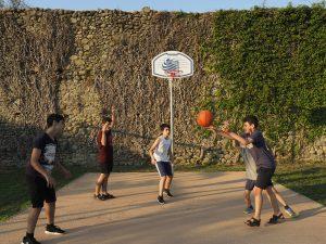 Il campetto da basket nel nuovo campo da giochi a Filetto (foto Massimo Pasquali)