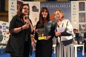 Premio Bancarella 2018 - Dolores Redondo con Catena Fiorello e la sua interprete (foto Massimo Pasquali)