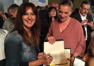 """Premio Bancarella 2018 - Dolores Redondo firma """"Tutto questo ti darò"""" per la gioia dei nuovi fans (foto Massimo Pasquali)"""
