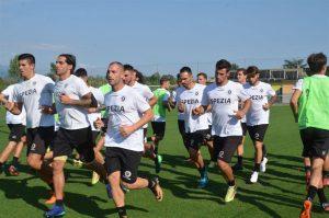 Un momento dell'allenamento dello Spezia Calcio