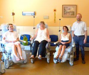 Le nuove poltrone donate all'ospedale di Pontremoli. Nella foto da sinistra: Valentina Ballarini, il sindaco Lucia Baracchini, l'assessore Clara Cavellini e il vicesindaco Manuel Buttini