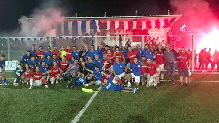 La sfida dei falò è diventata una amichevole di calcio nel segno della solidarietà