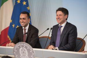 Il presidente del Consiglio, Giuseppe Conte, con il viceministro Luigi Di Maio