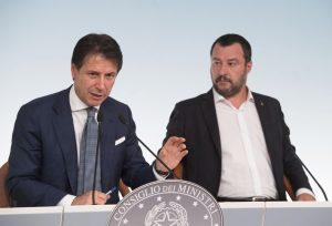 Il presidente del Consiglio, Giuseppe Conte, con il vicepresidente Matteo Salvini