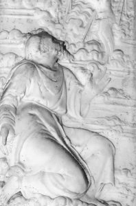 Duomo di Massa. SanFrancesco riceve le stimmate. Bassolierilievo marmoreo, XVII sec. (part.)