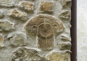 Ecco come si presentava la testa murata sulla facciata della casa a Caprio