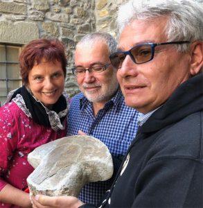 I coniugi Dueblin con il direttore del Museo delle Statue Stele, Angelo Ghiretti