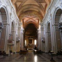 Le regole per chi vuole recarsi a pregare in chiesa