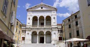 Massa, la facciata della cattedrale