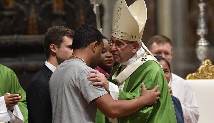 Ascoltare, farsi prossimi, testimoniare: gli impegni affidati ai giovani e alla Chiesa