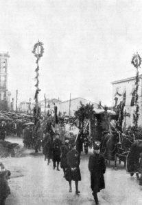Il corteo funebre a Torre del Lago per la traslazione dei resti di Puccini da Milano