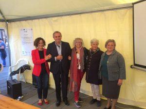 Foto di gruppo con Rossana Vallelonga, Riccardo Varese ed il sindaco di Filattiera, Annalisa Folloni