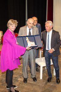 La consegna del Premio Bancarella Cucina a Marcello Ticca da parte del sindaco Lucia Baracchini e del presidente del Premio, Gianni Tarantola