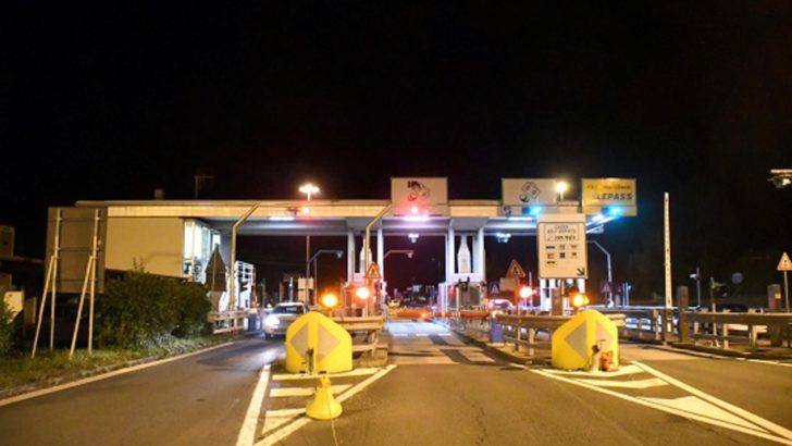 Momenti di panico al casello autostradale di Pontremoli