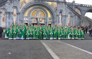 I vescovi francesi riuniti a Lourdes