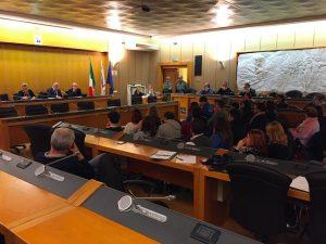 Un momento del consiglio provinciale che ha bocciato l'ipotesi di accorpamento degli istituti scolastici