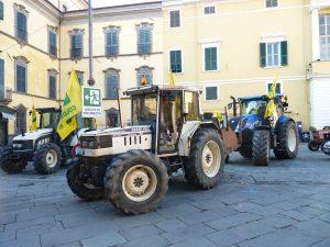 Giornata del Ringraziamento della Coldiretti: partenza dei trattori de piazza della Repubblica a Pontremoli